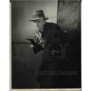 1929 Press Photo John Thompon with the revolver - nee24958