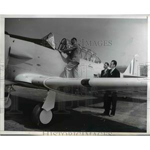 1941 Press Photo Chief Inspector A.E. Marsden doing his job with Edward Weiser