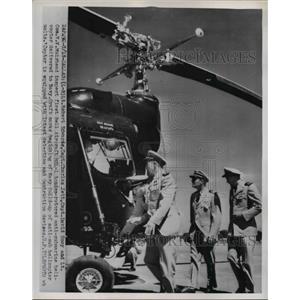 1954 Press Photo Robert Edwards, Charles Jett, Capt. David Sooy, Muirhead