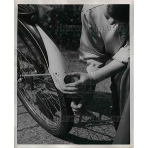 1951 Press Photo Fender of a Bicycle - nee24980