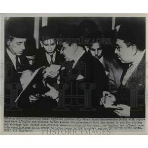1952 Press Photo Egyptian Premier Aly Maher Pasha Talks T Reporters - nee26467