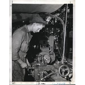 1941 Press Photo Clarence Renfor Jr Operates A Lathe Mounted on a 2 ton Truck