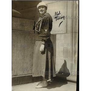 1917 Press Photo Miss Jacqueline at the recruiting office in Minneapolis