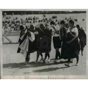 1935 Press Photo Girls of Kisaratsu Girls Basketball Club gave way to tears.