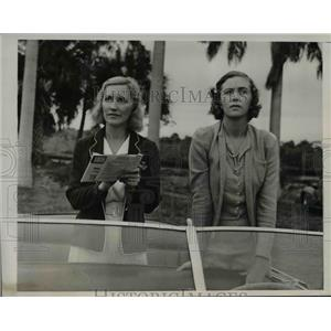 1939 Press Photo of Mrs. J Rutherford and and Mrs. G. Kent watching polo match.