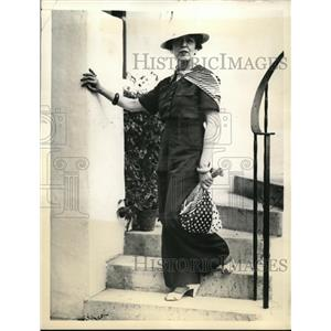 1936 Press Photo of Mrs. Cobina Wright at her vacation home in Florida.