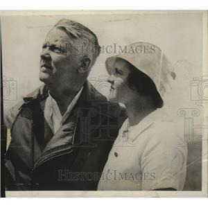 1932 Press Photo Mr & Mrs Frank J Lynch Watching Test Flight Of Their Plane