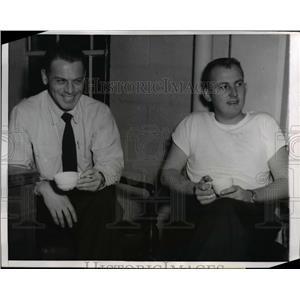 1959 Press Photo Pilot Capt Lawrence Larsen & 1st Officer Kenneth Kinne escape