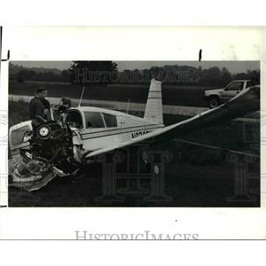 1990 Press Photo FAA officials examines a single engine plane crash at Route 57