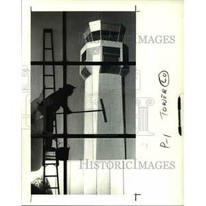 1988 Press Photo Let the sun shine in at the Airport