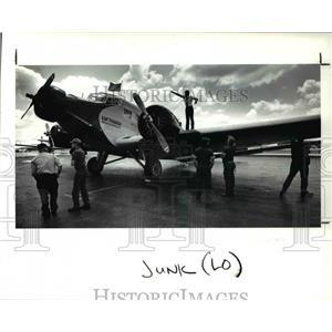 1990 Press Photo Iron Annie crew at Lufthansa stop at Hopkins Airport.