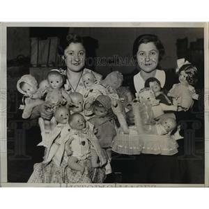 1933 Press Photo Jean Rifkin & Patsy Kleine with armfull of dolls - nex83226