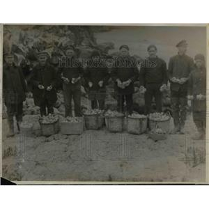 1923 Press Photo Cutter crew gathers eggs for mess on their ship