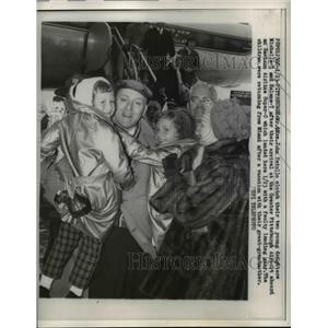 1960 Press Photo Mr and Mrs Patullo clutch their daughters after landing safely