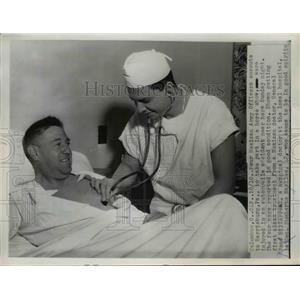 1955 Press Photo Injured Mexican Army Officer Humberto Mariles in Hospital