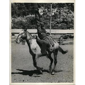1938 Press Photo Bill Mundell in trick riding at Great Barrington Mass