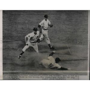 1951 Press Photo Boston's Vern Stephens safe at 2nd vs Tigers John Lipon