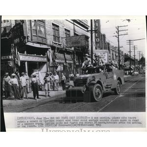 1943 Wire Photo A gun carrier load with troops at the Hasting street - cvw09739