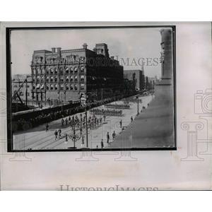 1905 Press Photo Parade Along Superior Avenue - cva96915