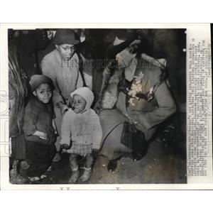 1938 Wire Photo Burrying away from Municipal Christmas tree lighting ceremonies