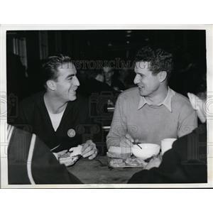 1942 Press Photo Cubs catcher Bob Scheffing & Browns Johnny Gerandino