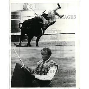 1968 Press Photo Portugese matador Fernando Dos Santos bull fighting in Spain