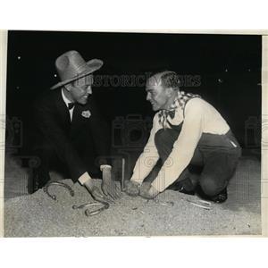 1936 Press Photo Samuel M Parslow, Henry M Beardsley at horseshoes match
