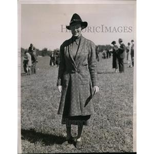 1936 Press Photo Mrs George Sloane at Meadowbrook Cup races in NY  - nee88705