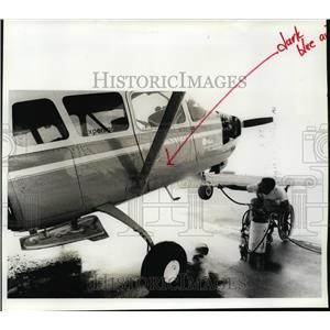 1992 Press Photo Pilot Steve Soper with his Cessna Turbo Super Skymaster