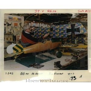1992 Press Photo Tom Engel Assembles a Plywood Version of the Stropp Albatross