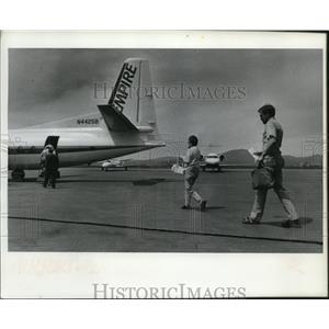 1993 Press Photo Passengers board an Empire Airlines flight to Spokane.