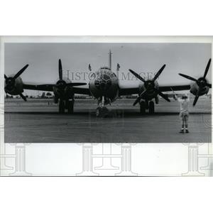 1992 Press Photo A B-29 taxies on the runway at Geiger Field - spa22610