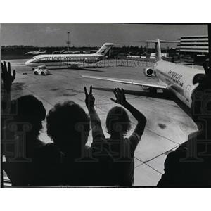 1981 Press Photo People waving t a plane in Spokane International Airport