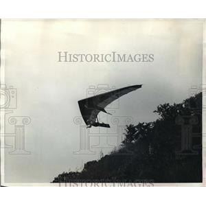 1982 Press Photo Hang glider Bruce Bolles took off from the Northern Sun Hang