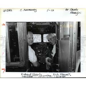 "1992 Press Photo Richard ""Tiny"" Eberly (left) and co-pilot Dick Maxwell"