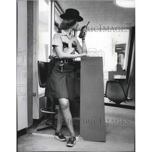 1976 Press Photo Spokane International Airport Security Kathy Haggin
