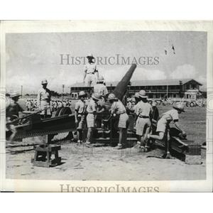 1941 Press Photo Filipino Soldiers Learn the Art of Handling a Large Gun