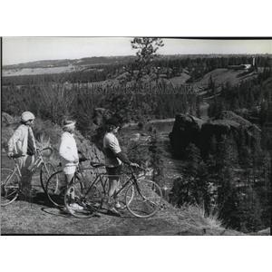 1979 Press Photo Spokane Bicycle Club Jan Mittelstadt, Bunny Fager, B. McKinley
