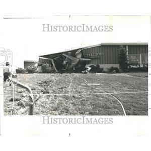 1977 Press Photo Private Jet Crash Lewis Intl Building - RRR43453