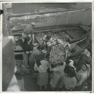 1939 Press Photo Lisbon Portugal Fish Market Boat
