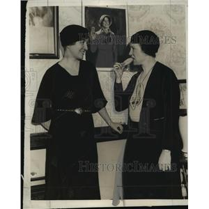 1933 Press Photo Mrs John Messme of the Milwaukee County Girl Scout cookie sale
