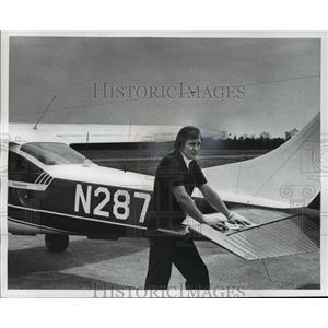 1977 Press Photo Darwin Krall, chief district pilot with his plane. - mja35257