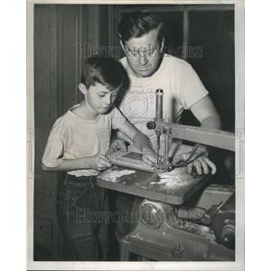 1947 Press Photo Charles Carter Gets Lesson on Jig-Saw - RRR54013