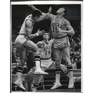 1969 Press Photo Rookies Greg Smith (l) and Dick Cunningham, (19) of the Bucks.