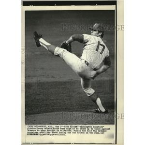 1971 Press Photo Washington Senators pitcher Denny Mc Lain kicks high.