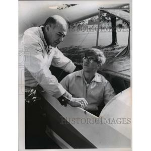 1965 Press Photo Instructor Mike Nemes & Tom Hasenstaub in glider plane