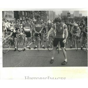 1980 Press Photo Cycling Race Riders Clowns Fellow - RRR82291
