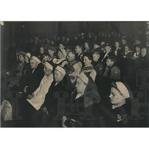 1945 Press Photo Red Cross St. Adalbert's Catholic - RRR34131