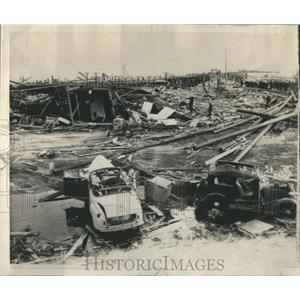 1944 Press Photo Cars Blown Autos Dock Area Munitions