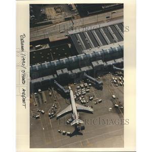 1990 Press Photo O'Hare Airport Ringham Airplane Cars - RRR60393